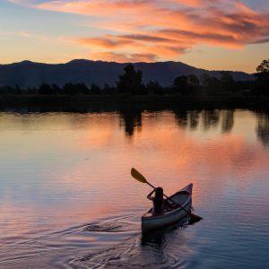 Kanu im Sonnenuntergang