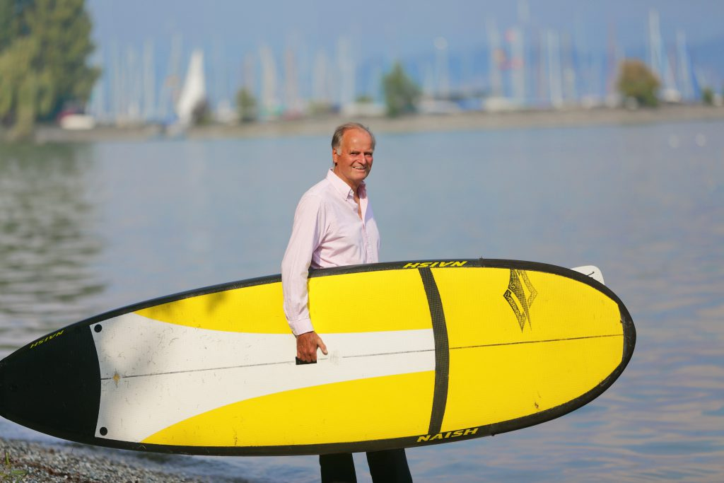 Helmut Bauch mit Stand Up Paddleboard