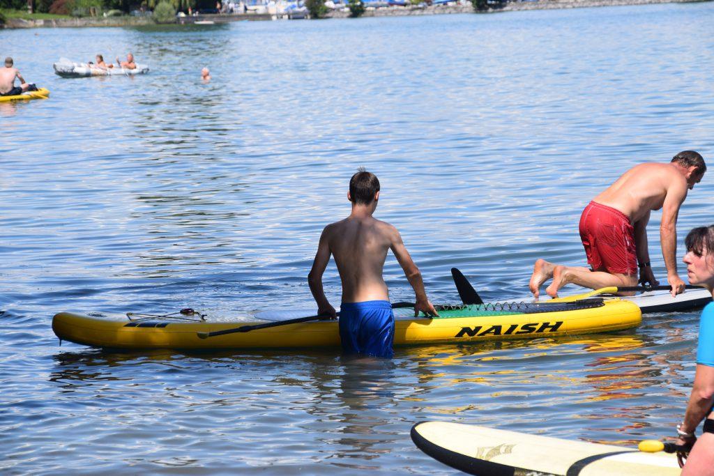 Stand Up Paddler auf dem Wasser