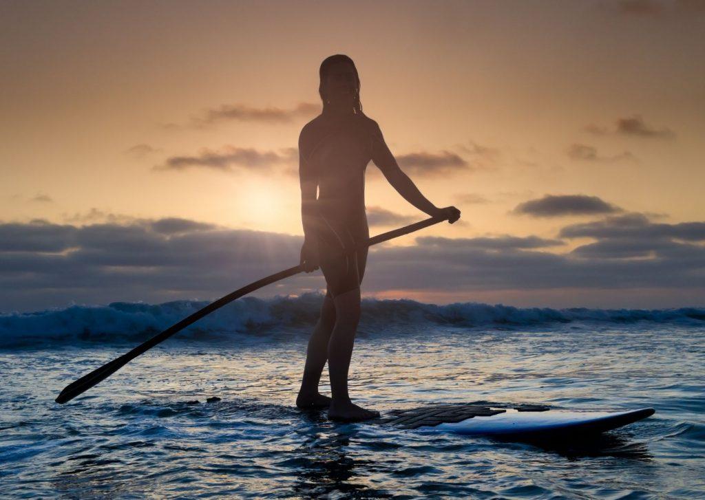 Stand Up Paddling auf dem Wasser